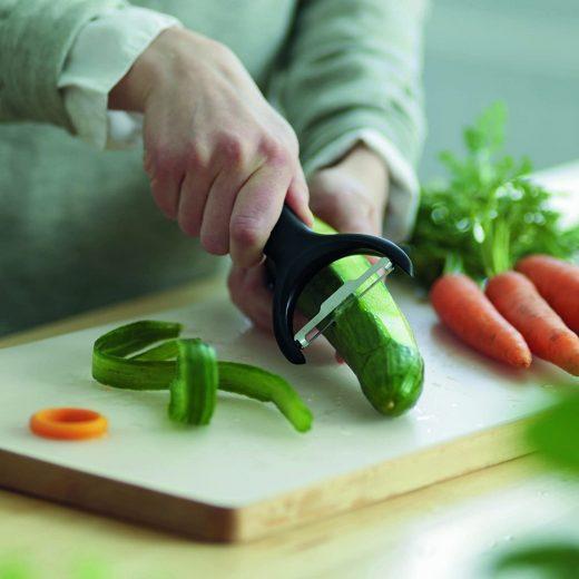 Fiskars Functional Form Zöldséghámozó